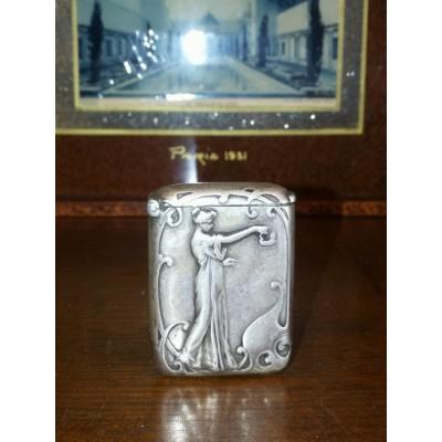 Pyrogène ancien, boîte à feu, porte allumettes art nouveau en argent massif