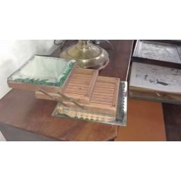 Boîte à cigarettes en bois et en verre biseauté
