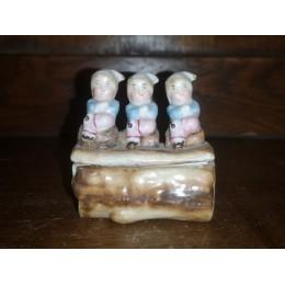 Boîte à dents ancienne en porcelaine signée et numérotée
