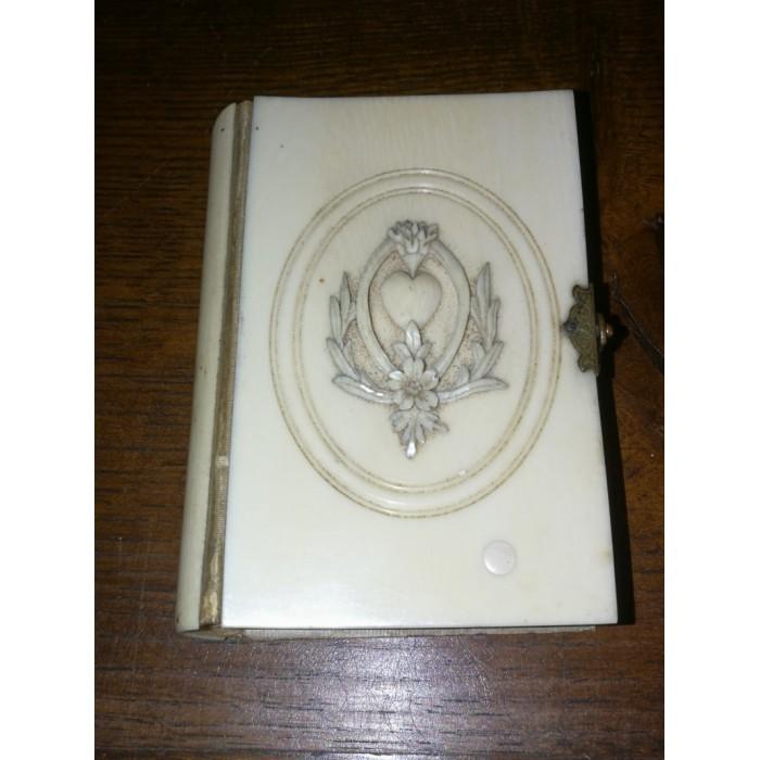 Missel paroissien romain 1872  en ivoire sculpté Napoléon 3 XIXEME siècle