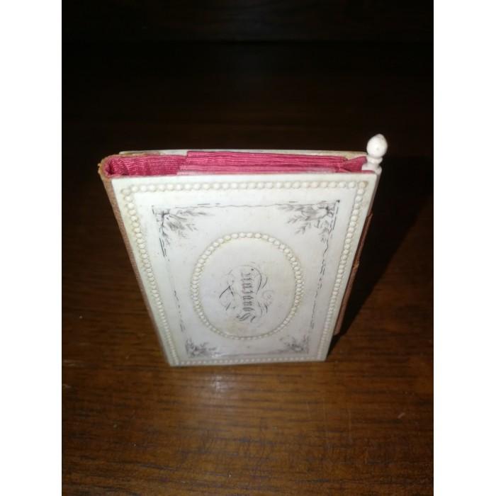 Carnet de souvenir de communion plaqué d'ivoire fin XIXEME siècle début XXEME siècle