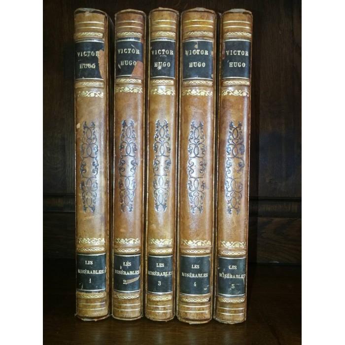 Les Misérables par Victor Hugo avec emboîtages 5 tomes complet