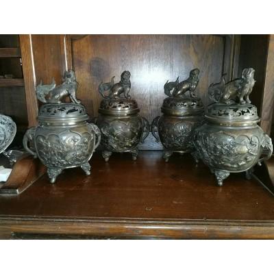 Suite de 4 Brûle parfum couverts en bronze Chinois Fin XIXème début XXème siècle