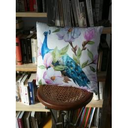 Coussin blanc et coloré à motif de paon et de fleurs 45 x 45