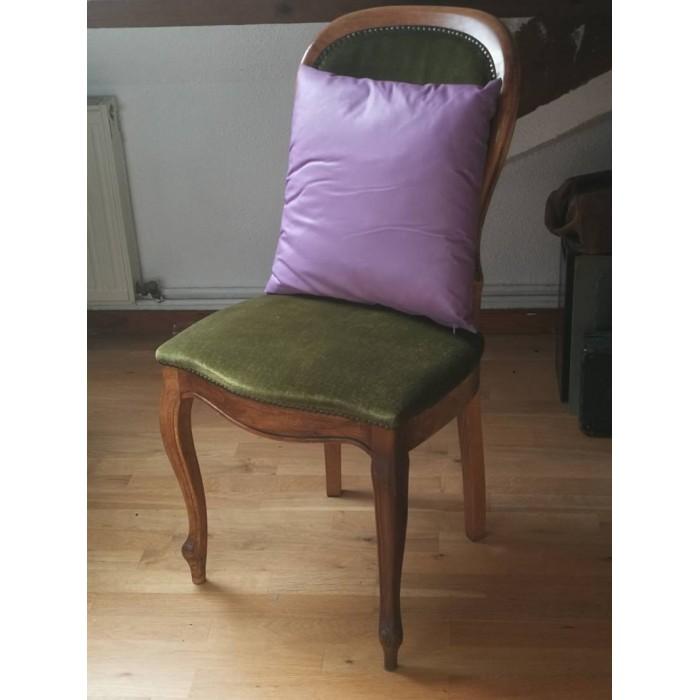 Coussin lisse violet brillant 45 x 45