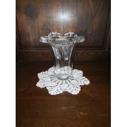 Vase en cristal de forme tulipe à bords collerette