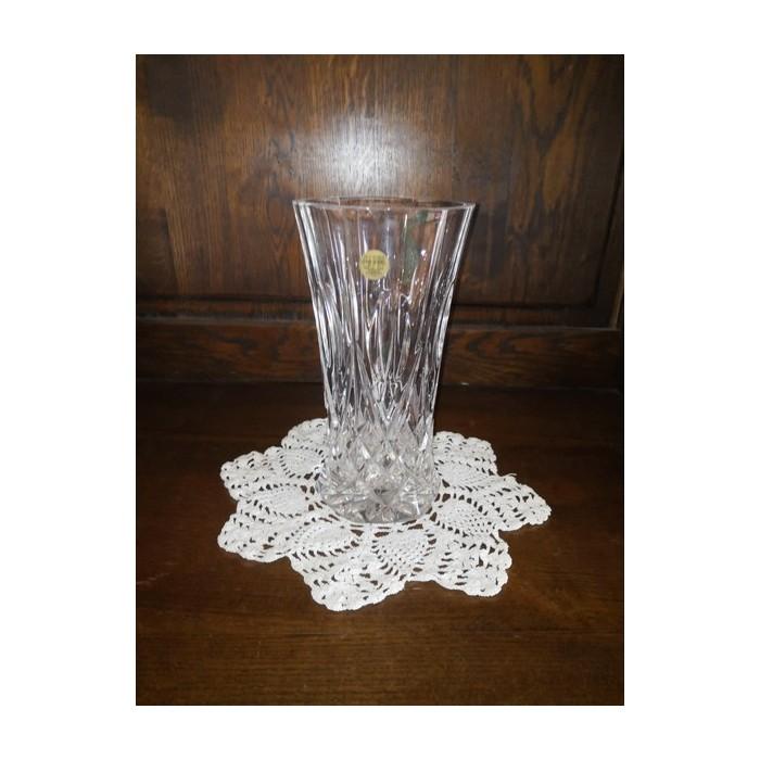 Vase en cristal taillé de forme tulipe à décor de pointe de diamants