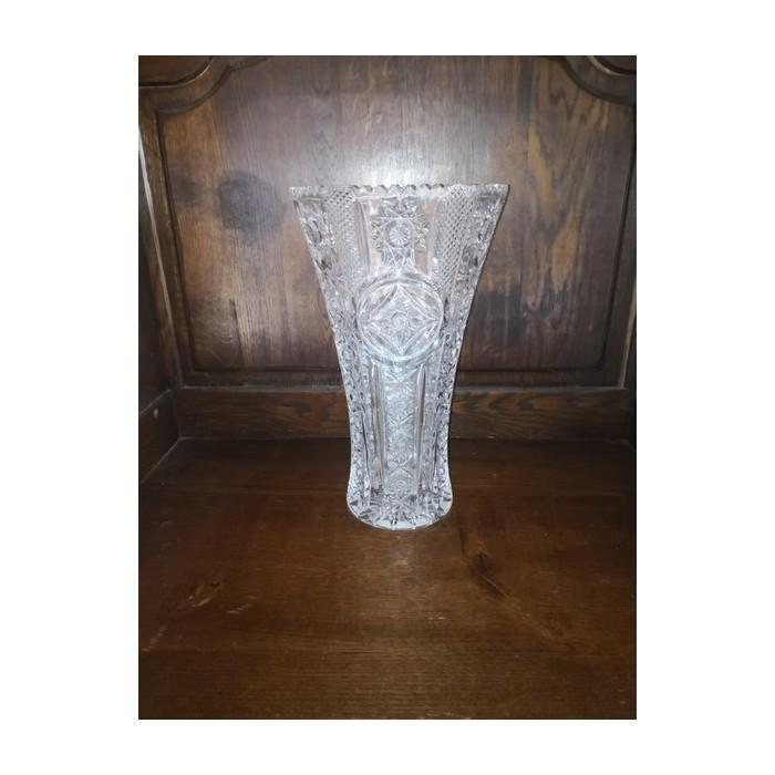 Vase en cristal taillé à décor pointe de diamants