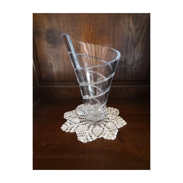 Vase en cristal de forme spirale
